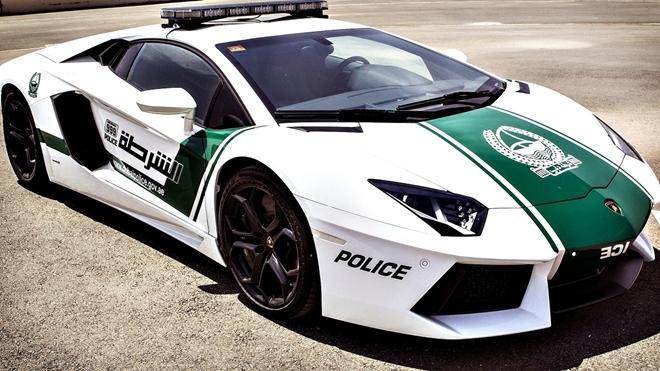 Dubai Polisinin Süper Lüks Arabaları galerisi resim 8