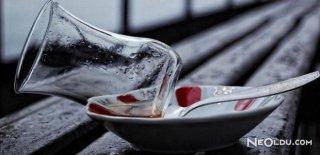 Çayın Mutlulukla, Şiirin Seninle Bir Alakası Olmalı
