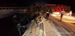TEM'de Köprüden Uçan Tır Bariyerlerde Asılı Kaldı