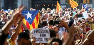 İspanya Polisi Katalan Hükümetini Bastı