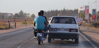 Benzini Biten Arabayı Ayağıyla İtti