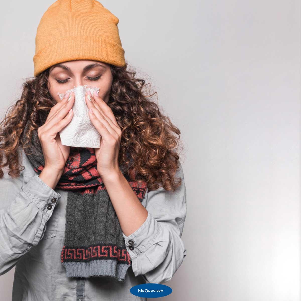 Hapşırma Coronavirüs Belirtisi Olabilir