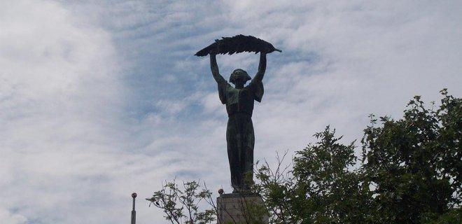 15-haziran-2009-ozgurluk-heykeli-liberty-statue-budapeste-macaristan.jpg