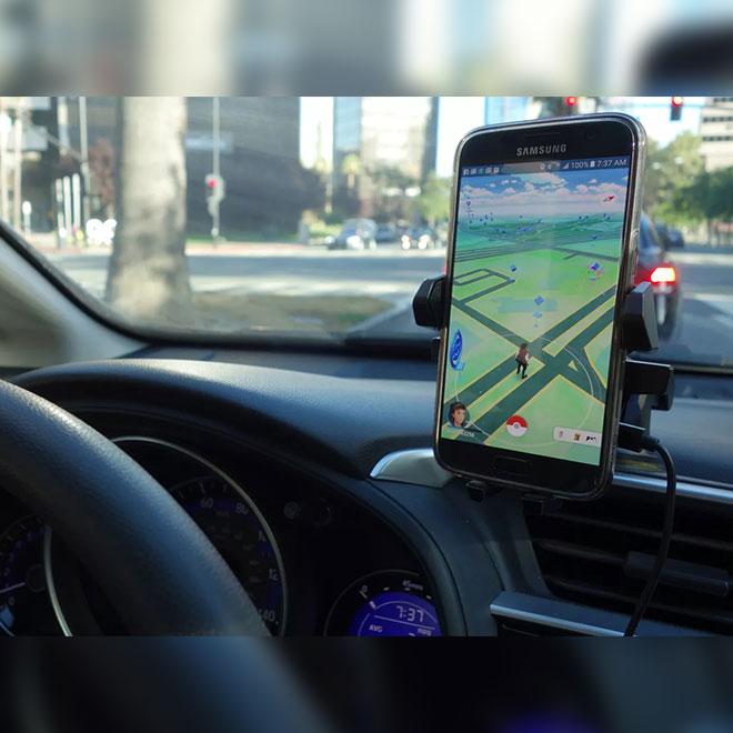 8 Telefonla Arabada Pokemon Go Oynadı