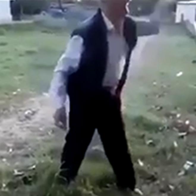 Adam Köpeğe Taş Attı