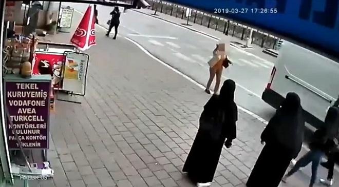 Adana'da tesettürlü kadınlara çirkin saldırı ile ilgili görsel sonucu