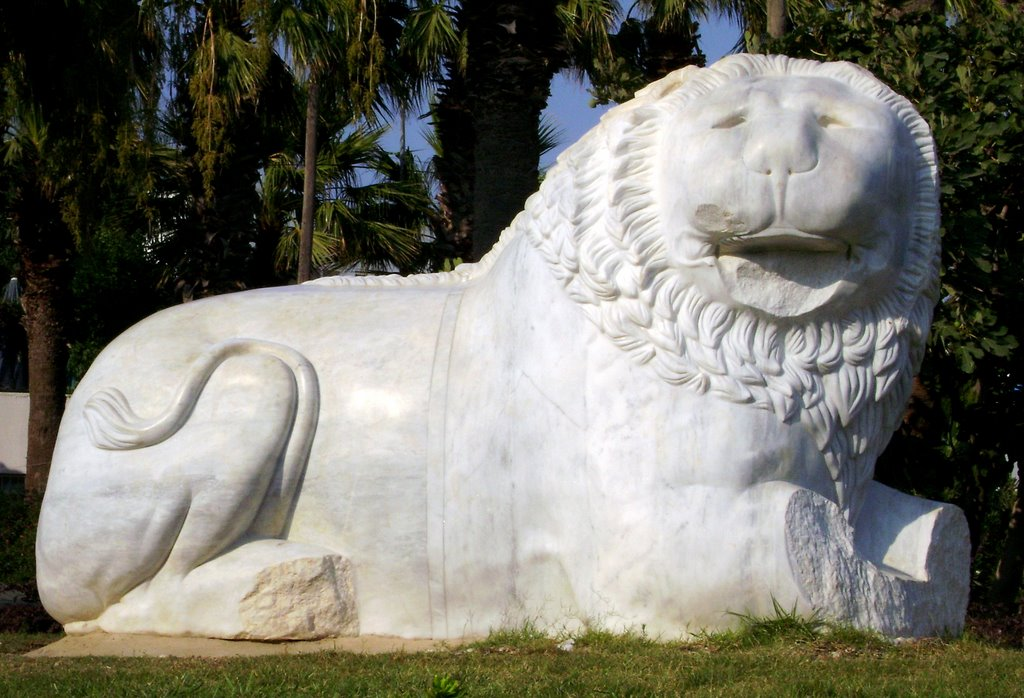 aslan heykeli datça