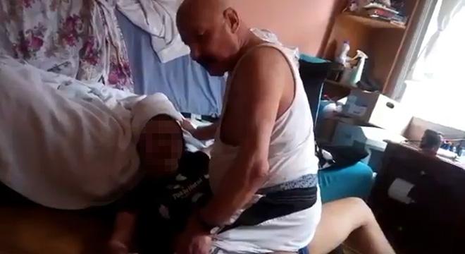 Babası öz Kızına İşkence Uyguladı