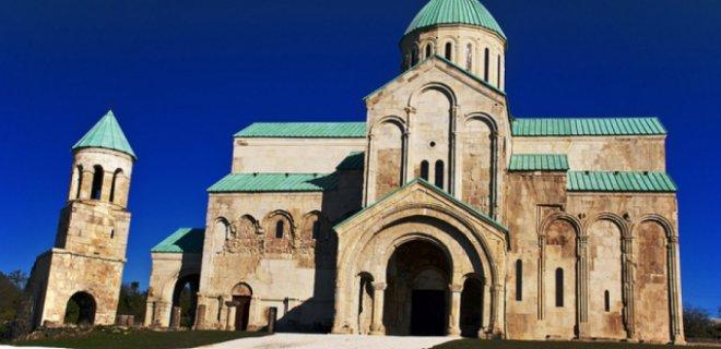 bagrati katedrali gezilip görülmesi gereken yerler