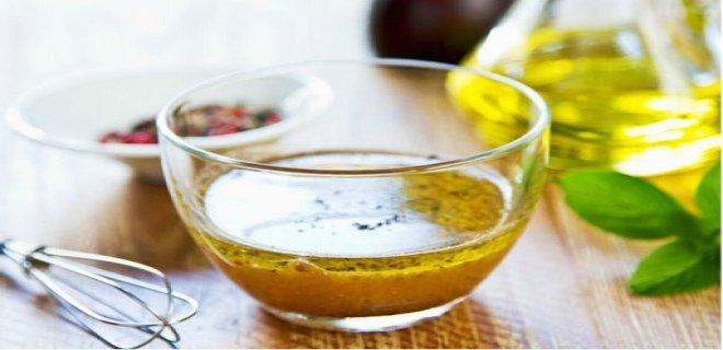 balsamik-sirkeli-salata-sosu-tarifi.jpg