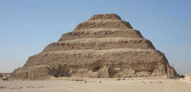 basamakli-piramit-.jpg