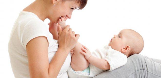 bebekler-ayakta-degil-dizde-sallanmalidir.Jpeg
