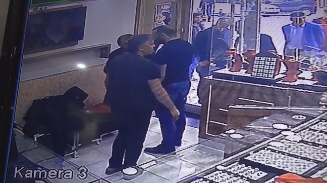 Bilezik Çalmak İstedi Yakalanınca Bayılma Numarası Yaptı