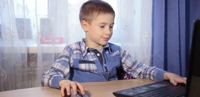 bilgisayari-salona-veya-oturma-odasina-koyun-002.jpg
