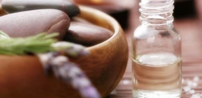 Cilt Lekelerine Çay Bitkisi Yağı