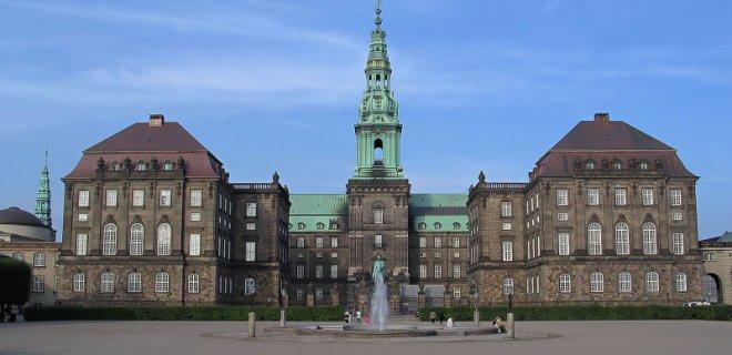 christiansborg-sarayi.jpg