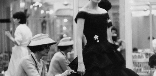 coco-chanel-kucuk-siyah-elbise-006.jpg
