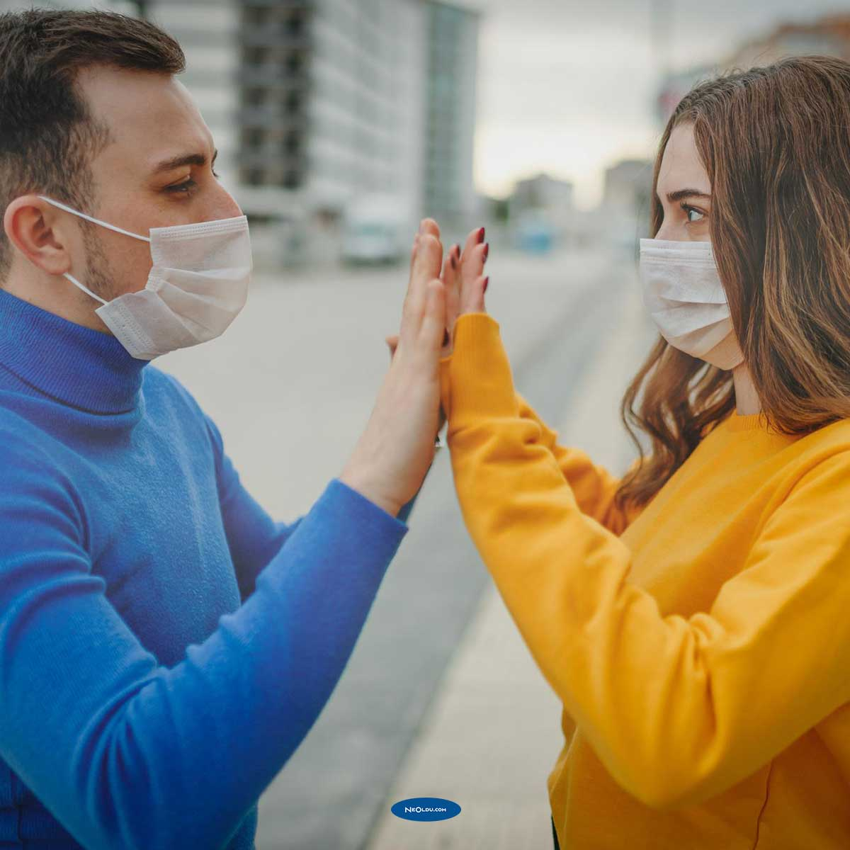 Koronavirüs cinsel yolla bulaşır mı