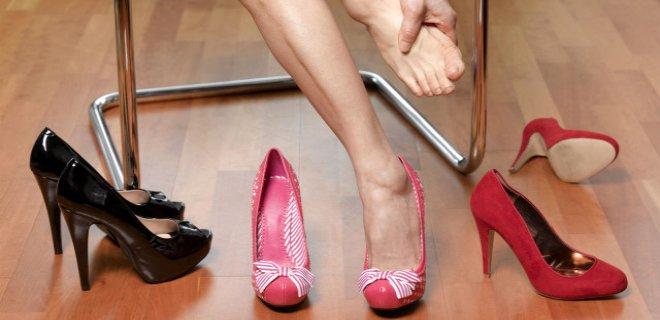 dar ayakkabılar ve sıkan ayakkabılar
