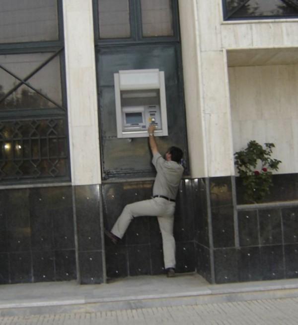 dev-insanlarin-bankamatigi.jpg