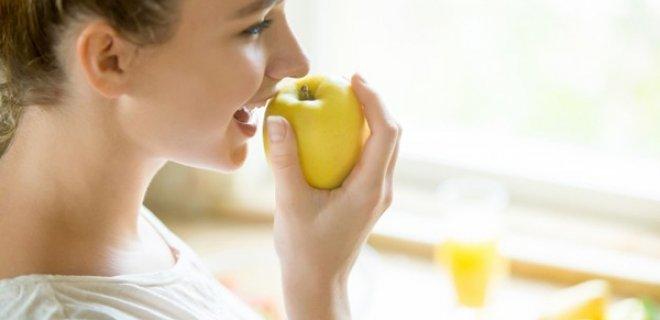 elma,-lifli-yapisiyla-mide-bulantisina-yol-acan-toksinlerin-vucuttan-atmasini-hizlandiriyor.jpg