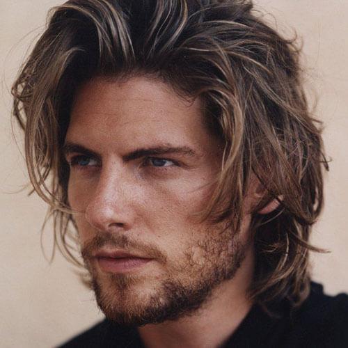 dağınık uzun saç modeli erkek