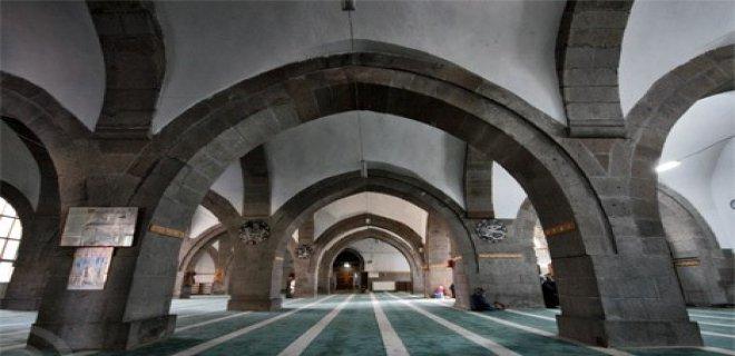 Tarihi Yerler-Hacı Kılıç Camii ve Medresesi