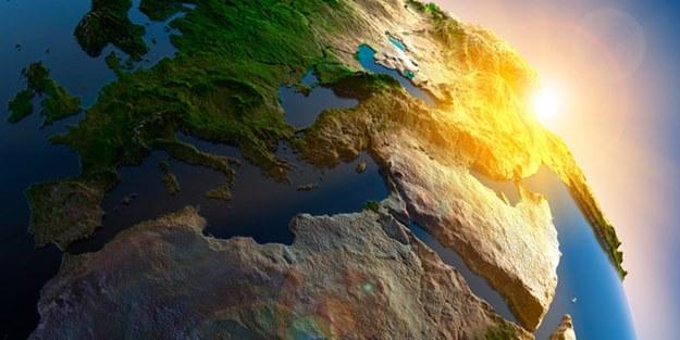 dünyanın kendi ekseni etrafında dönüşü
