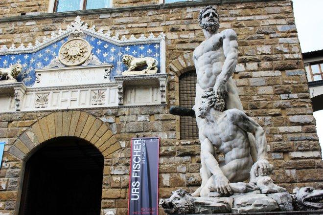 herkul-ve-cacus-heykeli.jpg