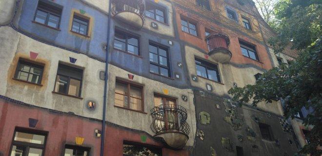 hundertwasser-house.JPG