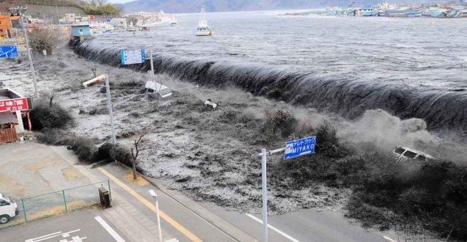 iki-buyuk-tsunami.jpg