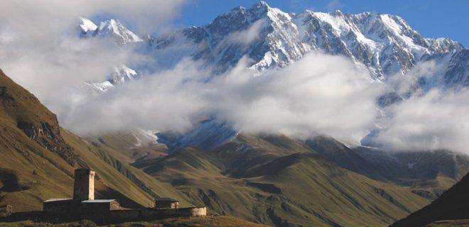 kazbek dağı gezliip görülmesi gereken yerler