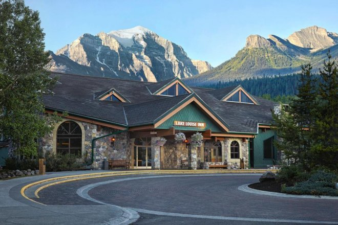 lake-louise-inn.jpg