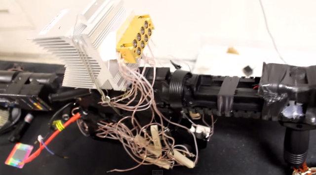 Lazer Silahı 8 adet 5 watt gücündeki lazerler