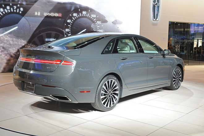 lincoln-mkz-arkadan.jpg