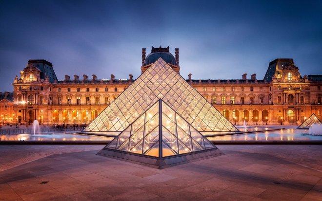 louvre-piramidi.jpg