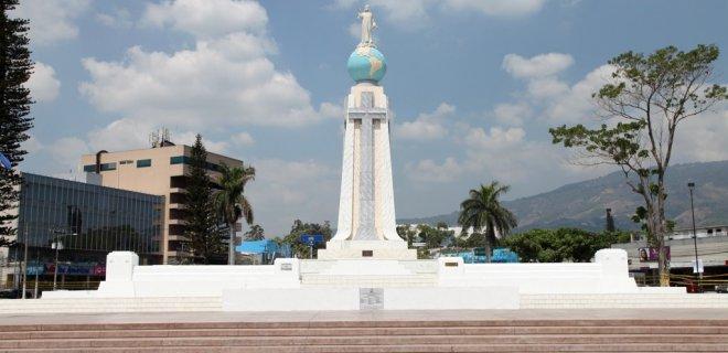 monumento-al-divino-salvador-del-mundo.jpg