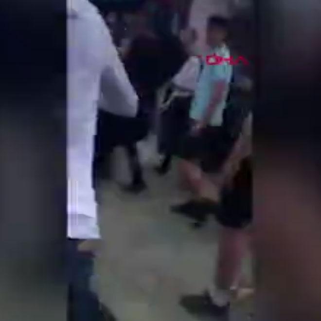 Müslüman Kız Çocuğuna Irkçı Saldırı