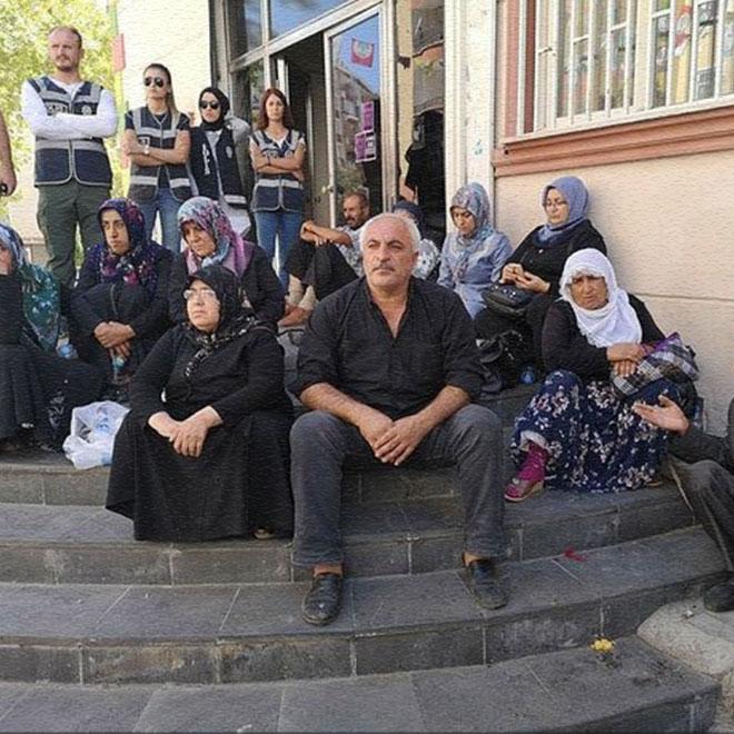 Oturma Eylemine Katılan Aileler