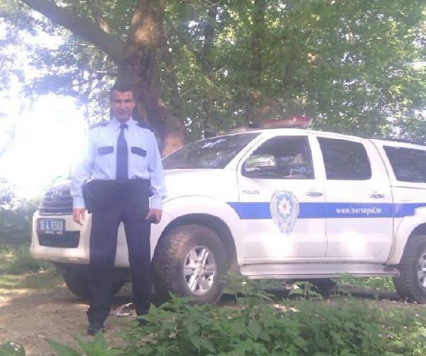 Polis kendi silahıyla başından vuruldu