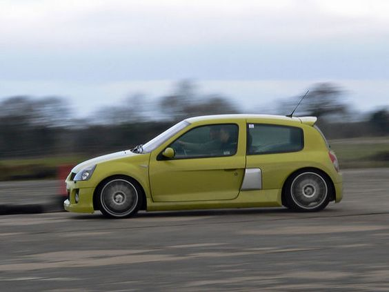 Renaul Clio V6