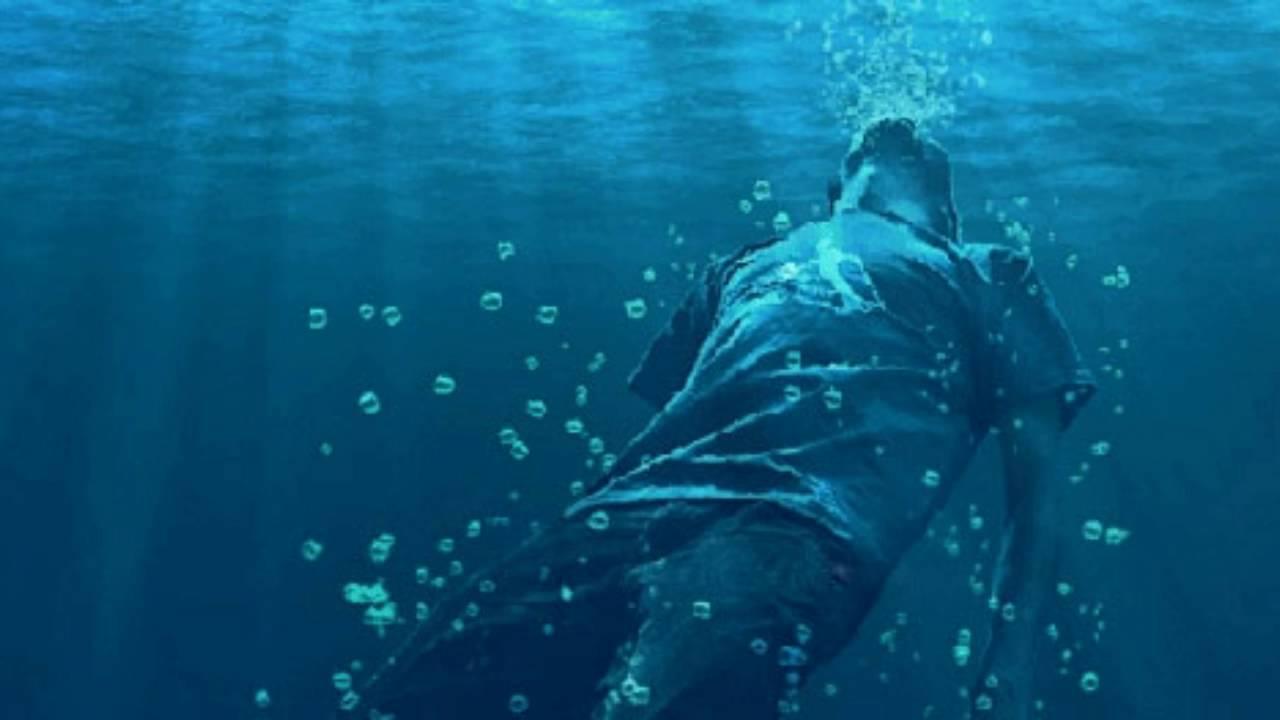 rüyada suda boğulduğunu görmek