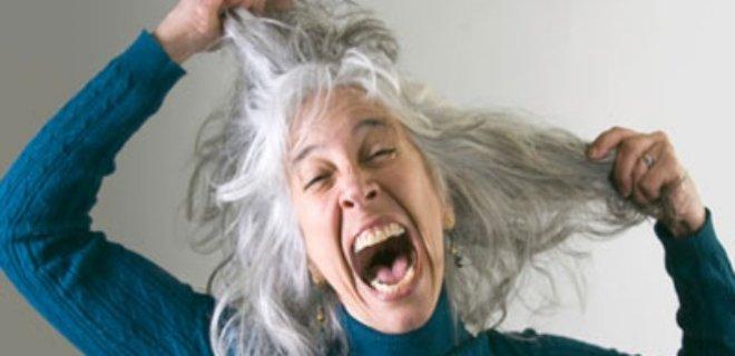 beyaz saçlı kadın