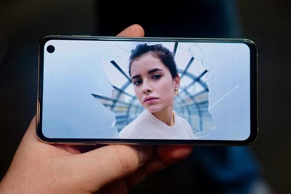 Samsung Yeni Telefonu Galaxy S10e Özellikleri ve Fiyatı