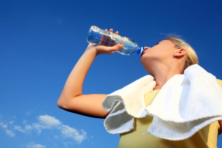 su içen sporcu kadın