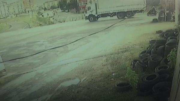 sultanbeyligide-kamyonun-ezdigi-motosikletliler-hayatini-kaybetti!.jpg