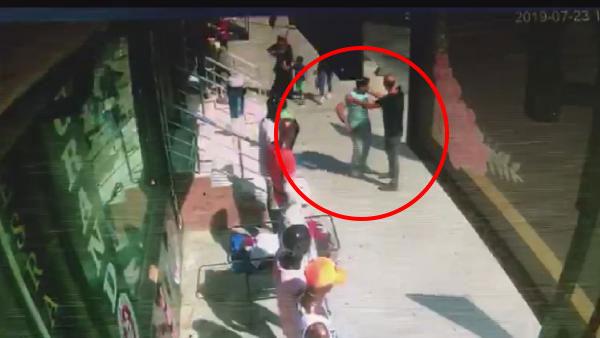 Topuklu Ayakkabısıyla Tacizcisini Kovaladı