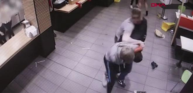 Topuklu Ayakkabıyla Saldırdı
