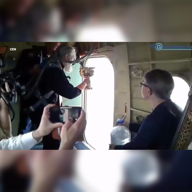 Uçaktan Kutsal Su döktü
