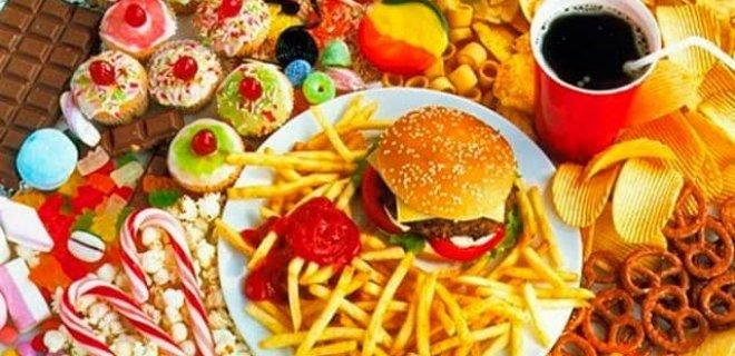 yagli-ve-sekerli-yiyeceklerden-uzak-durun.jpg